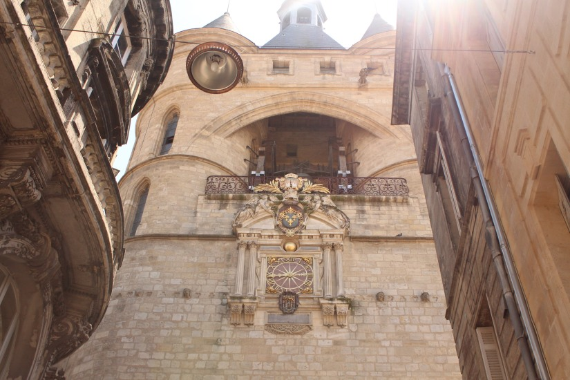la-grosse-cloche-horloge-bordeaux-monument-vue-hauteur-panorama-photos-balade-visite-touristique-city-pass-pied-devant-façade