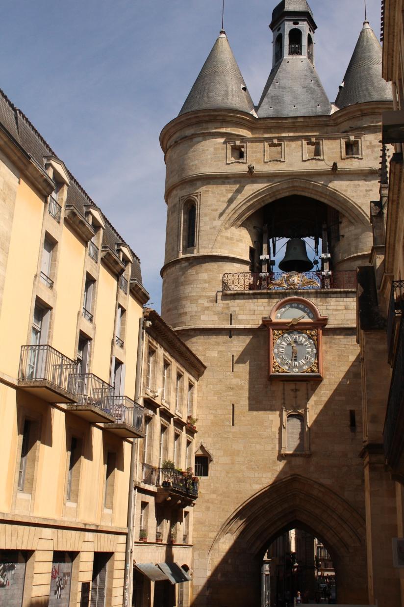 la-grosse-cloche-horloge-bordeaux-monument-vue-hauteur-panorama-photos-balade-visite-touristique-city-pass-rue-saint-james