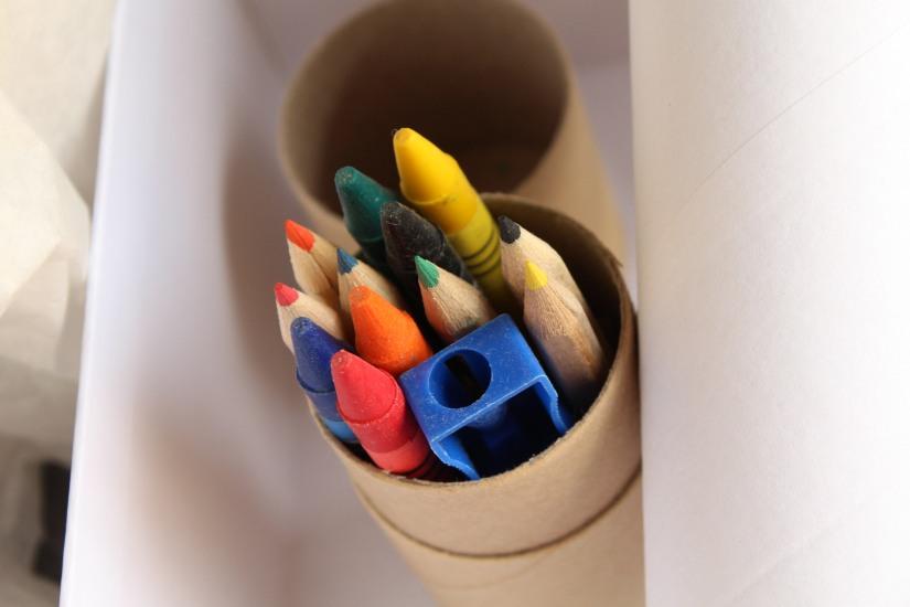 myfeelbox-myfeellife-diy-box-atelier-enfant-maman-creation-creative-manuel-loisir-materiel-jeu-produit-beaute-bio-boite-cadeau-mensuel-mois-crayon