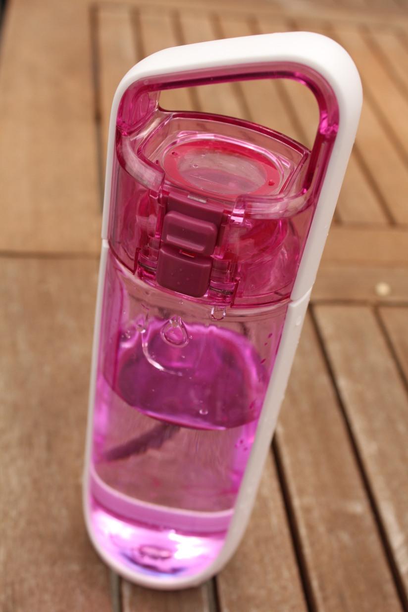 gourde-kor-powertec-bouteille-plastique-eco-recyclable-design-moderne-couleur-bouchon