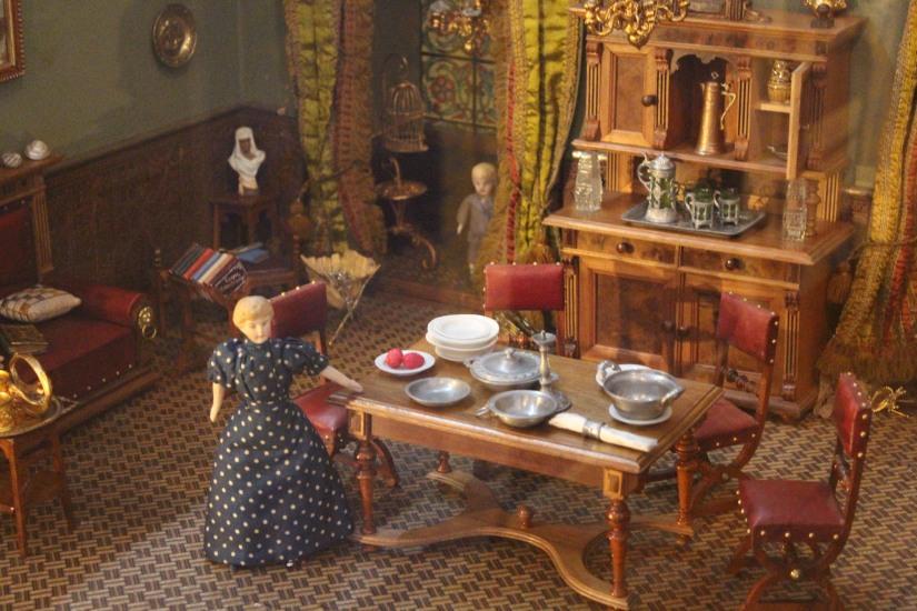 musee-de-enfance-v&a-londres-london-enfant-jouet-childhood-museum-collection-exposition-jeu-famille-visite-detail-poupee-maison