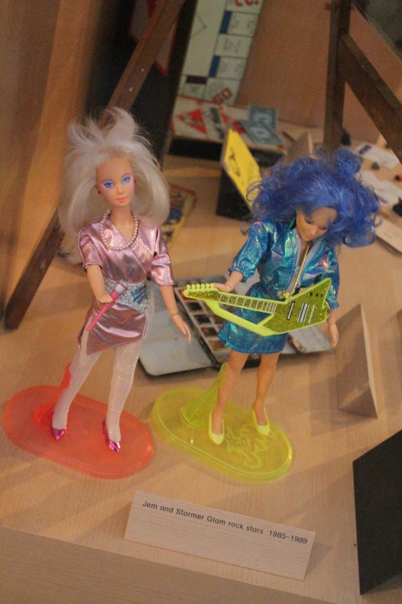musee-de-enfance-v&a-londres-london-enfant-jouet-childhood-museum-collection-exposition-jeu-famille-visite-jem-les-hologrammes-poupee-barbie (1)