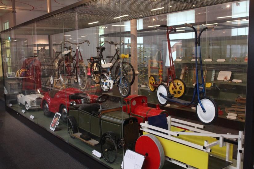 musee-de-enfance-v&a-londres-london-enfant-jouet-childhood-museum-collection-exposition-jeu-famille-visite-voiture-pedale