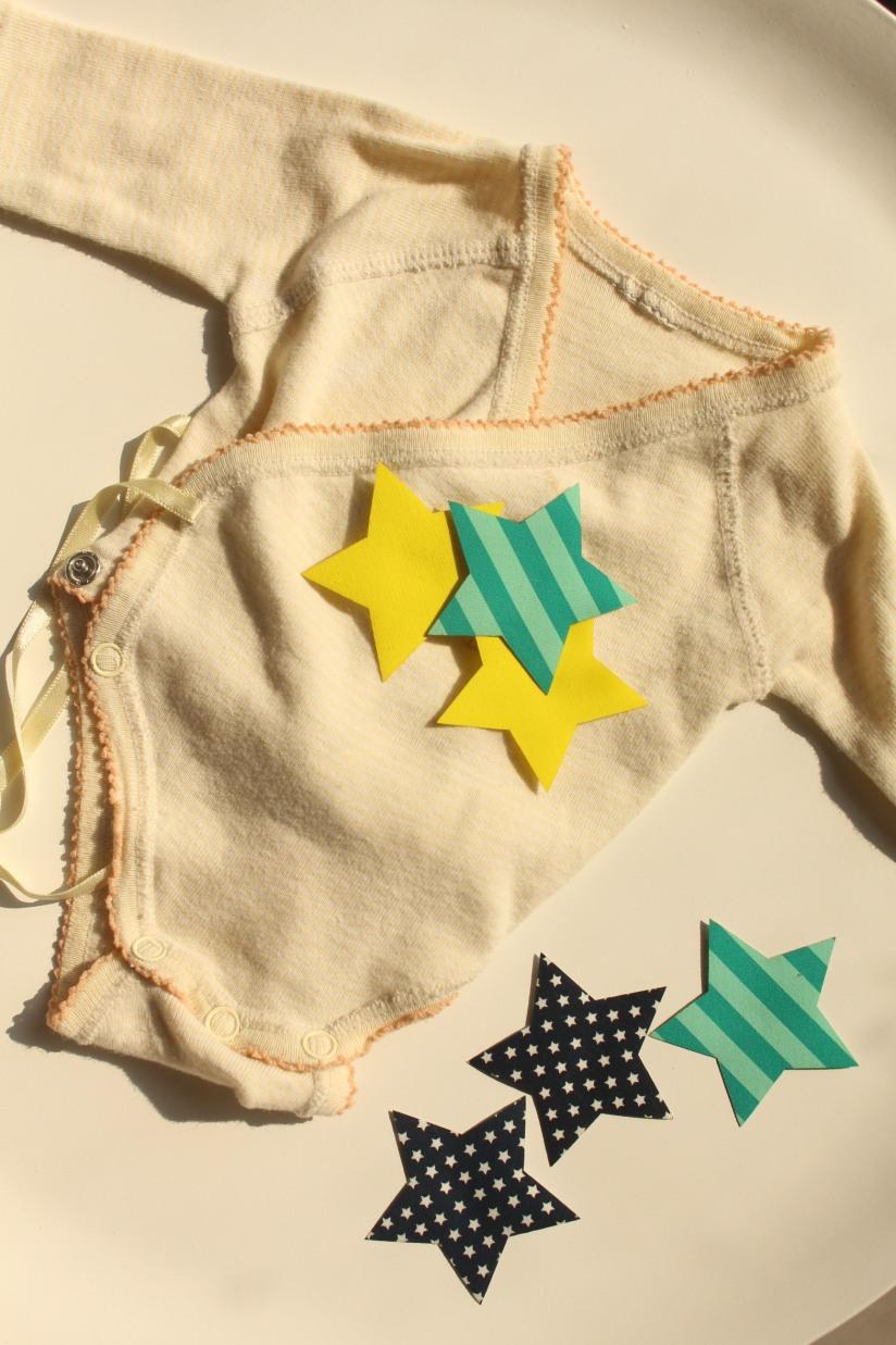 customisation-diy-tuto-body-prema-naissance-bebe-cadeau-facile-hema-thermocollant-tissu-forme-etoile-nuage-weloveprema-vertbaudet-montroucous-explication