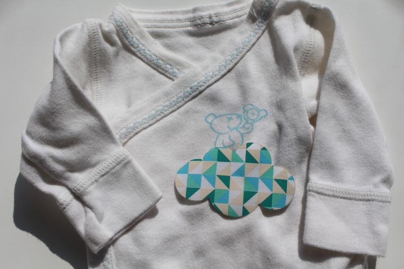 customisation-diy-tuto-body-prema-naissance-bebe-cadeau-facile-hema-thermocollant-tissu-forme-etoile-nuage-weloveprema-vertbaudet-montroucous-mixte-enfant-blog
