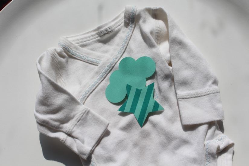 customisation-diy-tuto-body-prema-naissance-bebe-cadeau-facile-hema-thermocollant-tissu-forme-etoile-nuage-weloveprema-vertbaudet-montroucous-mixte