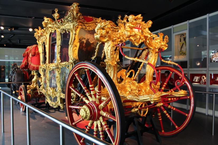 museum-of-london-musee-de-londres-histoire-enfant-sortie-decouverte-ludique-pedagogique-voyage-carosse-royal-reine-officiel-dorure