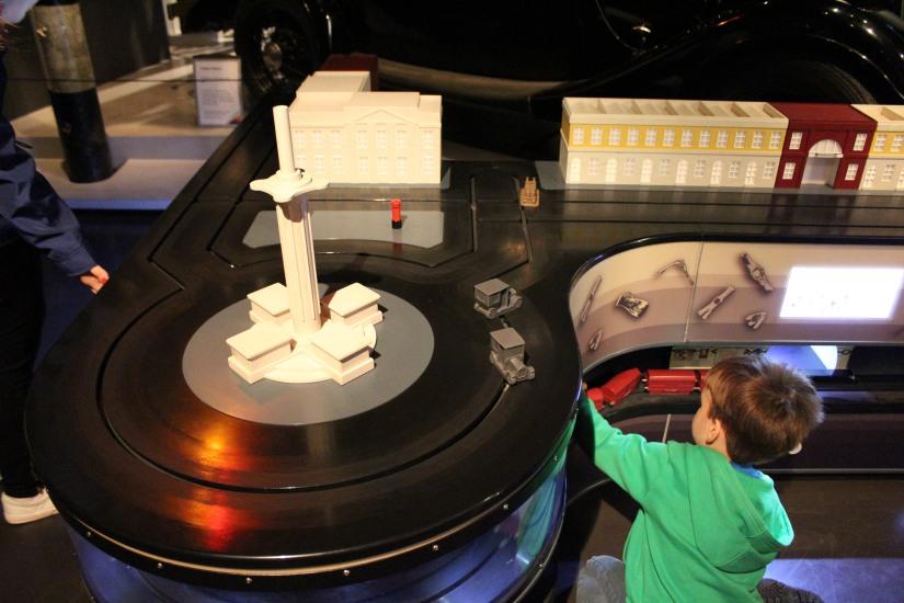 museum-of-london-musee-de-londres-histoire-enfant-sortie-decouverte-ludique-pedagogique-voyage-maquette-voiture-jeu-jouet