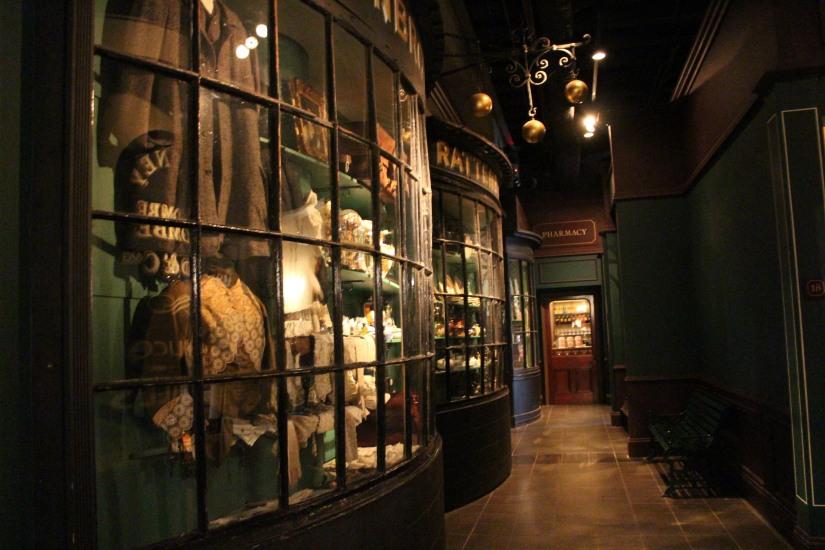 museum-of-london-musee-de-londres-histoire-enfant-sortie-decouverte-ludique-pedagogique-voyage-vitrine-epoque-magasin-vetement-epicerie
