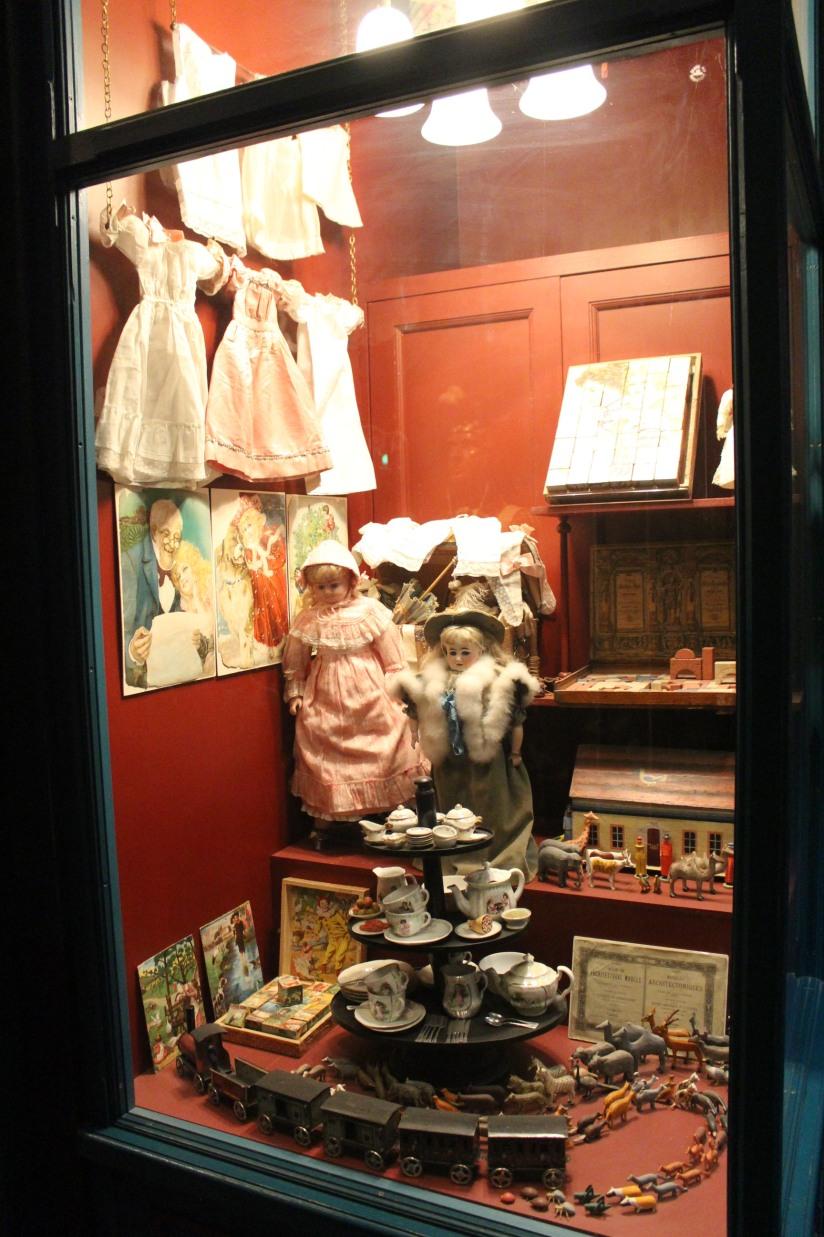 museum-of-london-musee-de-londres-histoire-enfant-sortie-decouverte-ludique-pedagogique-voyage-vitrine-magasin-epoque-boutique-jeu-jouet-reconstitution