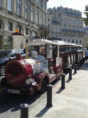 petit-train-touristique-bordeaux-visite-office-tourisme-enfant