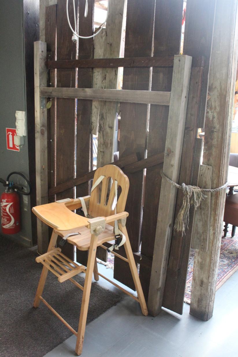 restaurant-la-ferme-bruges-bordeaux-enfant-decor-animaux-coq-canard-campagne-ville-chaise-haute