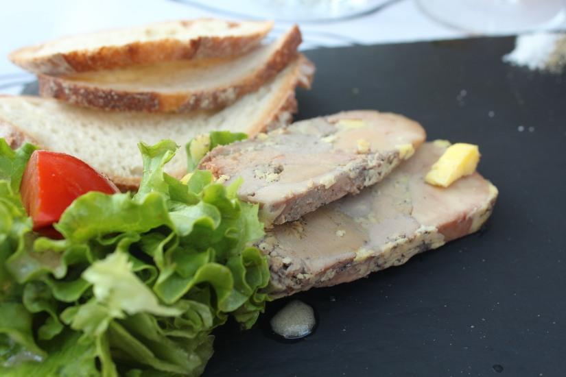 restaurant-la-ferme-bruges-bordeaux-enfant-decor-animaux-coq-canard-campagne-ville-foie-gras-entree