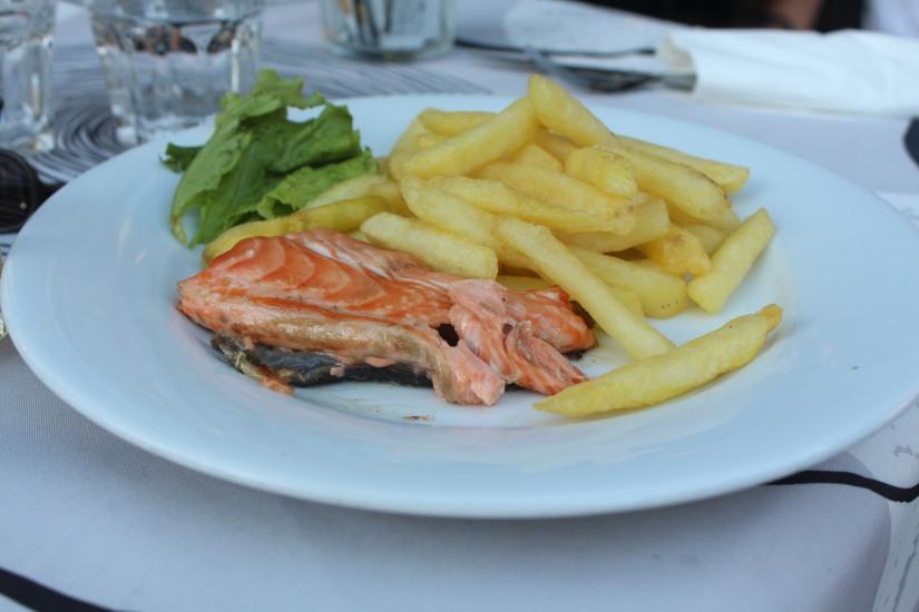 restaurant-la-ferme-bruges-bordeaux-enfant-decor-animaux-coq-canard-campagne-ville-menu-saumon-frais