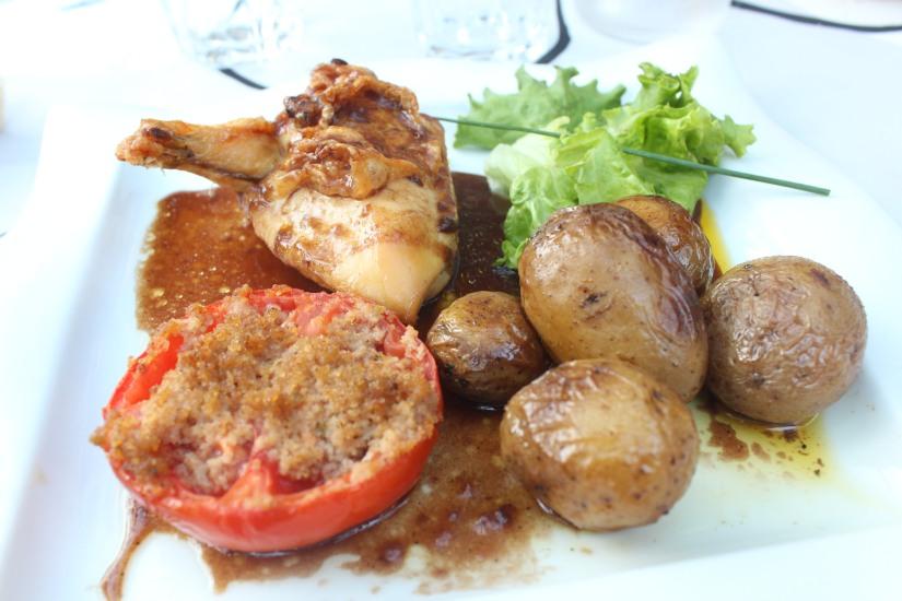 restaurant-la-ferme-bruges-bordeaux-enfant-decor-animaux-coq-canard-campagne-ville-plat-viande