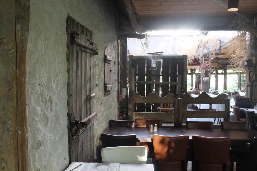 restaurant-la-ferme-bruges-bordeaux-enfant-decor-animaux-coq-canard-campagne-ville-salle-grande-repas-groupe