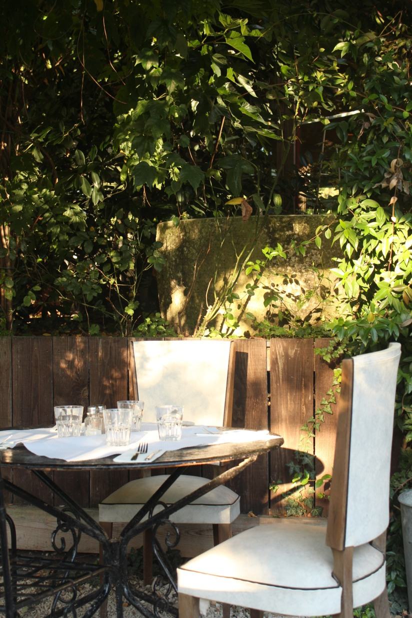 restaurant-la-ferme-bruges-bordeaux-enfant-decor-animaux-coq-canard-campagne-ville-table-amoureux-paisible-tranquille-verdure-terrasse