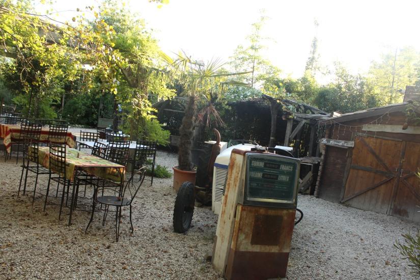 restaurant-la-ferme-bruges-bordeaux-enfant-decor-animaux-coq-canard-campagne-ville-vintage-ancien