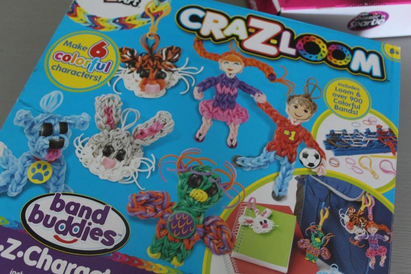 super-cra-z-loom-crazy-bracelet-elastique-personnage-banderole-metier-tisser-geant-figurine-porte-clé-pochette-portable-enfant-bonhomme-character-couleur-multicolore