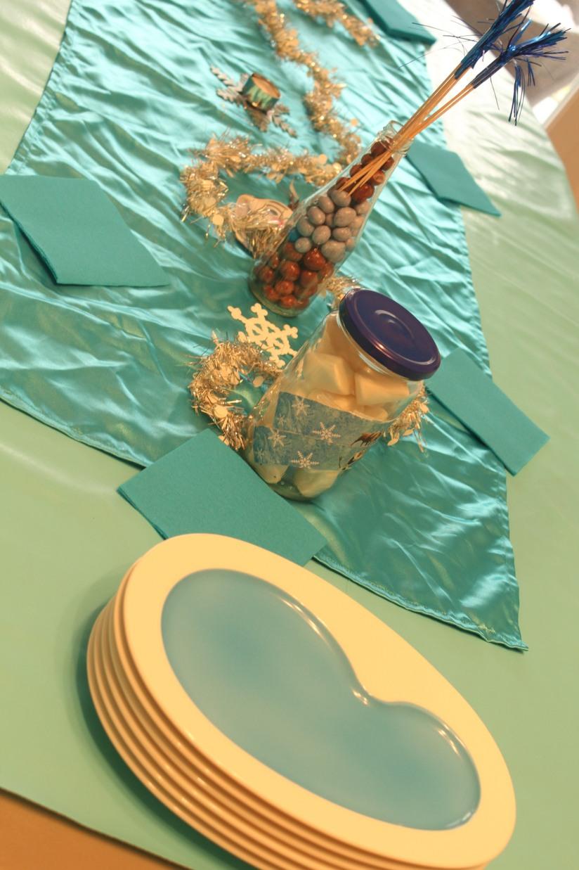 anniversaire-gouter-birthday-frozen-reine-des-neiges-flocon-disney-elsa-anna-bleu-blanc-glace-gateau-fete-pyjama-party-assiette-villeroy-boch