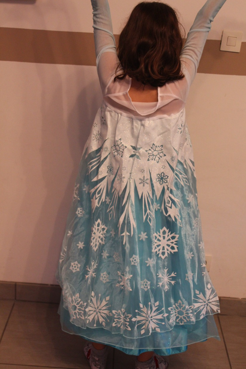 anniversaire-gouter-birthday-frozen-reine-des-neiges-flocon-disney-elsa-anna-bleu-blanc-glace-gateau-fete-pyjama-party-costume-deguisement