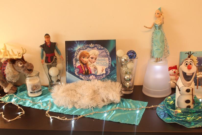 anniversaire-gouter-birthday-frozen-reine-des-neiges-flocon-disney-elsa-anna-bleu-blanc-glace-gateau-fete-pyjama-party-poupee-lumiere-guirlande