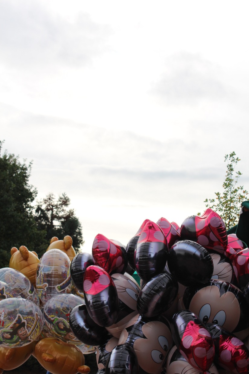 disneyland-paris-disney-parc-attractions-parade-octobre-halloween-mechant-gang-vilains-ratatouille-attente-conseil-babyswitch-single-riders-enfants-vacances-photopass-ballon-balloon