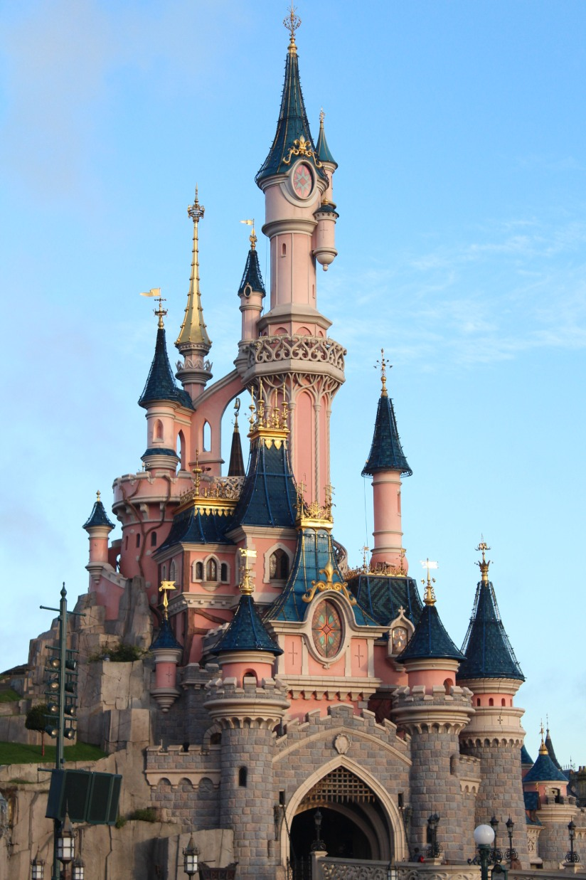 disneyland-paris-disney-parc-attractions-parade-octobre-halloween-mechant-gang-vilains-ratatouille-attente-conseil-babyswitch-single-riders-enfants-vacances-photopass-chateau-belle-bois-dormant-cendrillon-rose