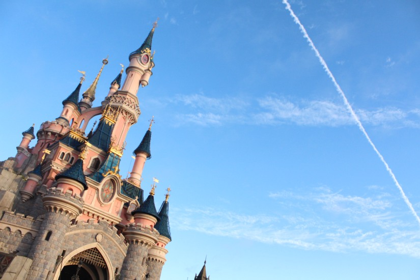 disneyland-paris-disney-parc-attractions-parade-octobre-halloween-mechant-gang-vilains-ratatouille-attente-conseil-babyswitch-single-riders-enfants-vacances-photopass-chateau-ciel-bleu-rose