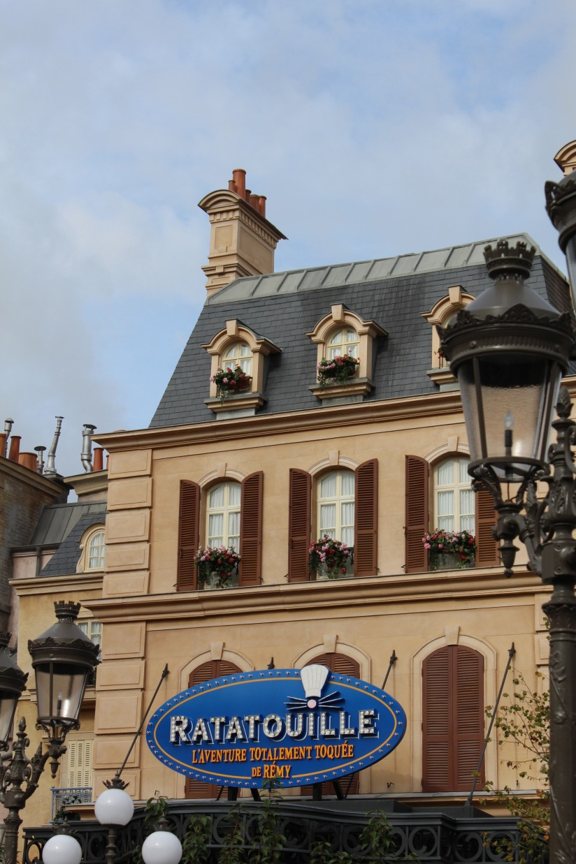 disneyland-paris-disney-parc-attractions-parade-octobre-halloween-mechant-gang-vilains-ratatouille-attente-conseil-babyswitch-single-riders-enfants-vacances-photopass-decor-place-parisien