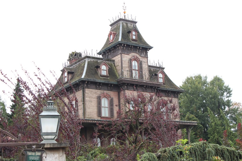 disneyland-paris-disney-parc-attractions-parade-octobre-halloween-mechant-gang-vilains-ratatouille-attente-conseil-babyswitch-single-riders-enfants-vacances-photopass-fantome-manor-manoir-maison-hantée