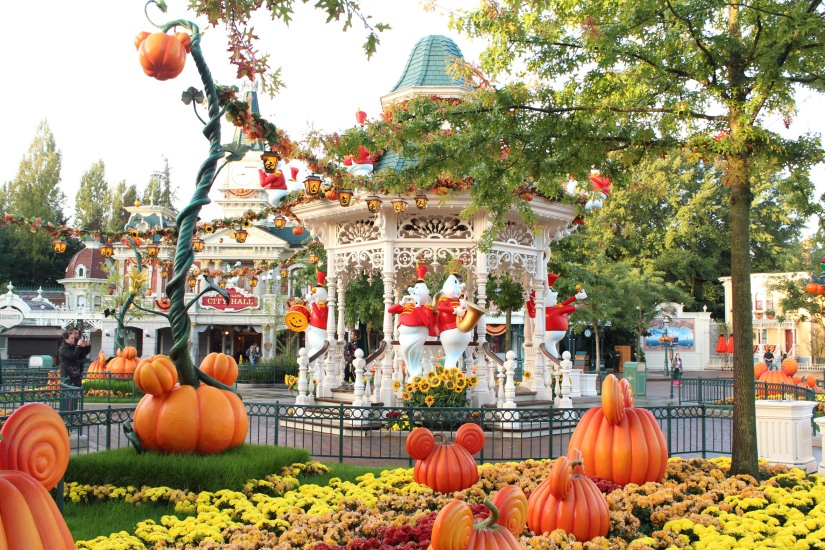 disneyland-paris-disney-parc-attractions-parade-octobre-halloween-mechant-gang-vilains-ratatouille-attente-conseil-babyswitch-single-riders-enfants-vacances-photopass-kiosque-place