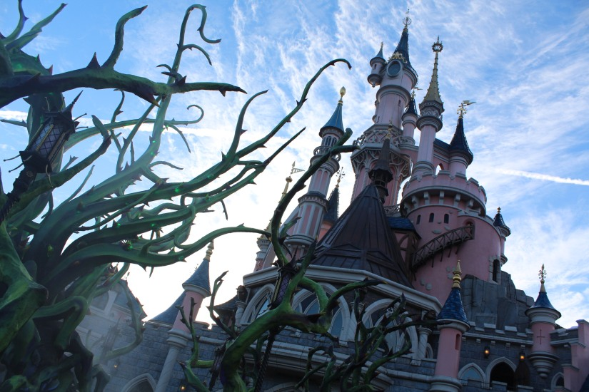 disneyland-paris-disney-parc-attractions-parade-octobre-halloween-mechant-gang-vilains-ratatouille-attente-conseil-babyswitch-single-riders-enfants-vacances-photopass-malefique-ronces