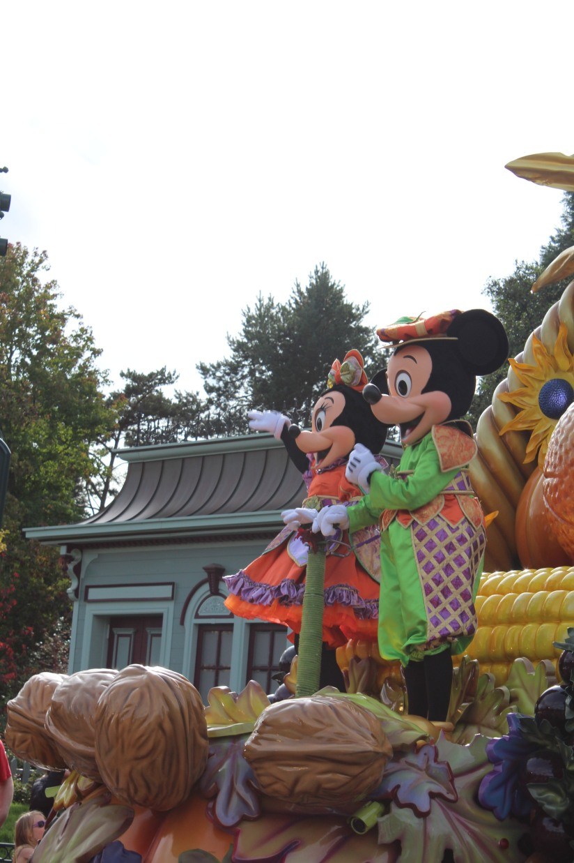 disneyland-paris-disney-parc-attractions-parade-octobre-halloween-mechant-gang-vilains-ratatouille-attente-conseil-babyswitch-single-riders-enfants-vacances-photopass-mickey-minnie-tic-tac