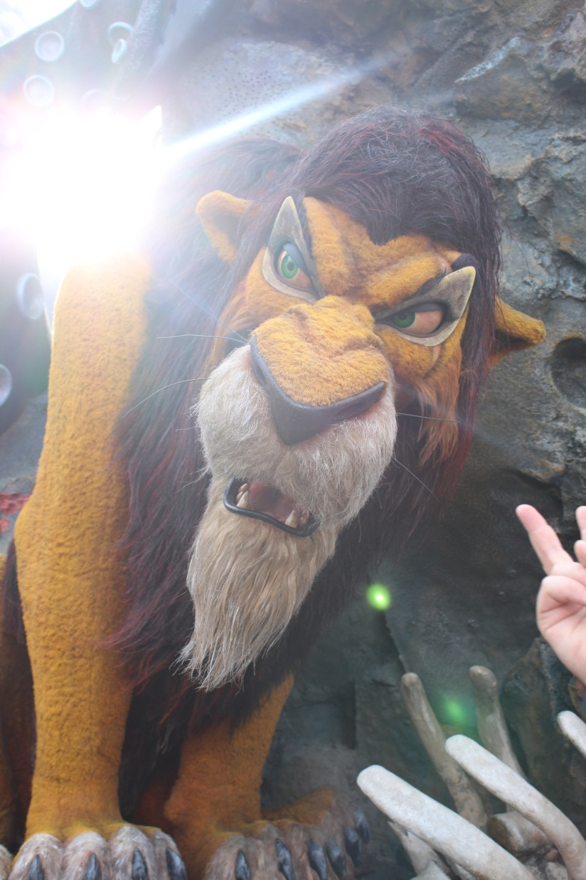 disneyland-paris-disney-parc-attractions-parade-octobre-halloween-mechant-gang-vilains-ratatouille-attente-conseil-babyswitch-single-riders-enfants-vacances-photopass-scra-char-roi-lion-king