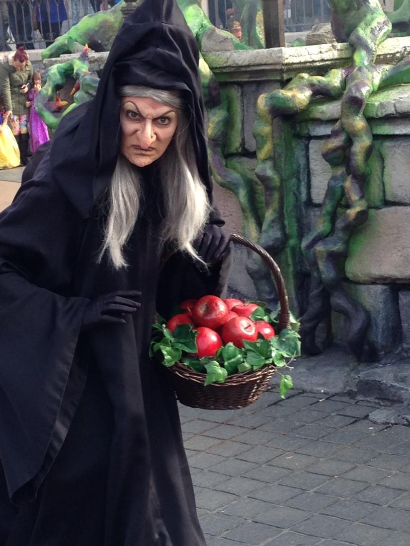 disneyland-paris-disney-parc-attractions-parade-octobre-halloween-mechant-gang-vilains-ratatouille-attente-conseil-babyswitch-single-riders-enfants-vacances-photopass-sorciere-blanche-neige