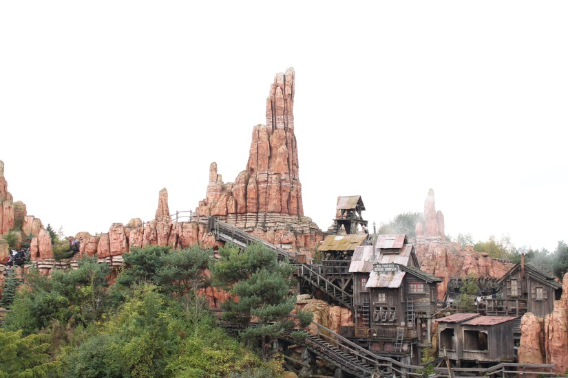 disneyland-paris-disney-parc-attractions-parade-octobre-halloween-mechant-gang-vilains-ratatouille-attente-conseil-babyswitch-single-riders-enfants-vacances-photopass-train-mine-big-thunder-mountain