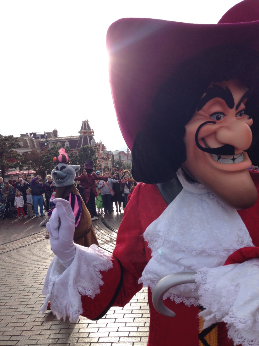 disneyland-paris-disney-parc-attractions-parade-octobre-halloween-mechant-gang-vilains-ratatouille-attente-conseil-babyswitch-single-riders-enfants-vacances-photopass