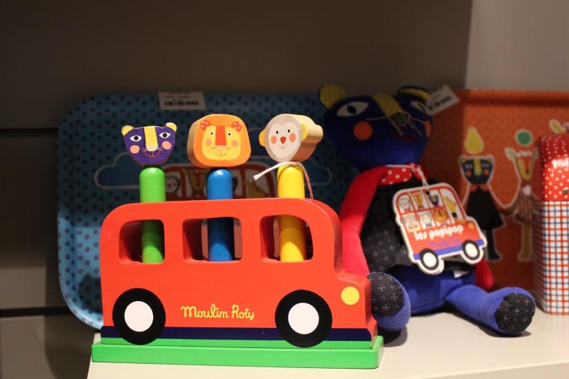 paulin-pauline-bordeaux-boutique-jouets-jeux-peluches-doudou-moulin-roty-bébé-naissance-gigoteuse-vetement-bus-anglais-bois