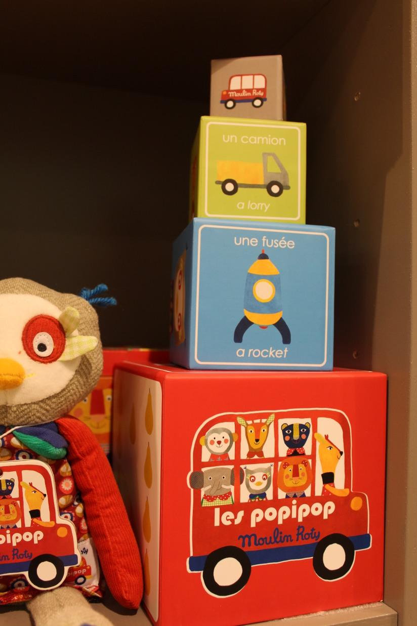 paulin-pauline-bordeaux-boutique-jouets-jeux-peluches-doudou-moulin-roty-bébé-naissance-gigoteuse-vetement-cube-anglais-bilingue