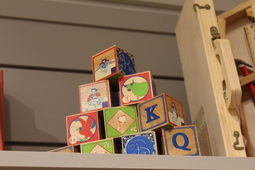 paulin-pauline-bordeaux-boutique-jouets-jeux-peluches-doudou-moulin-roty-bébé-naissance-gigoteuse-vetement-cube-bois-classique