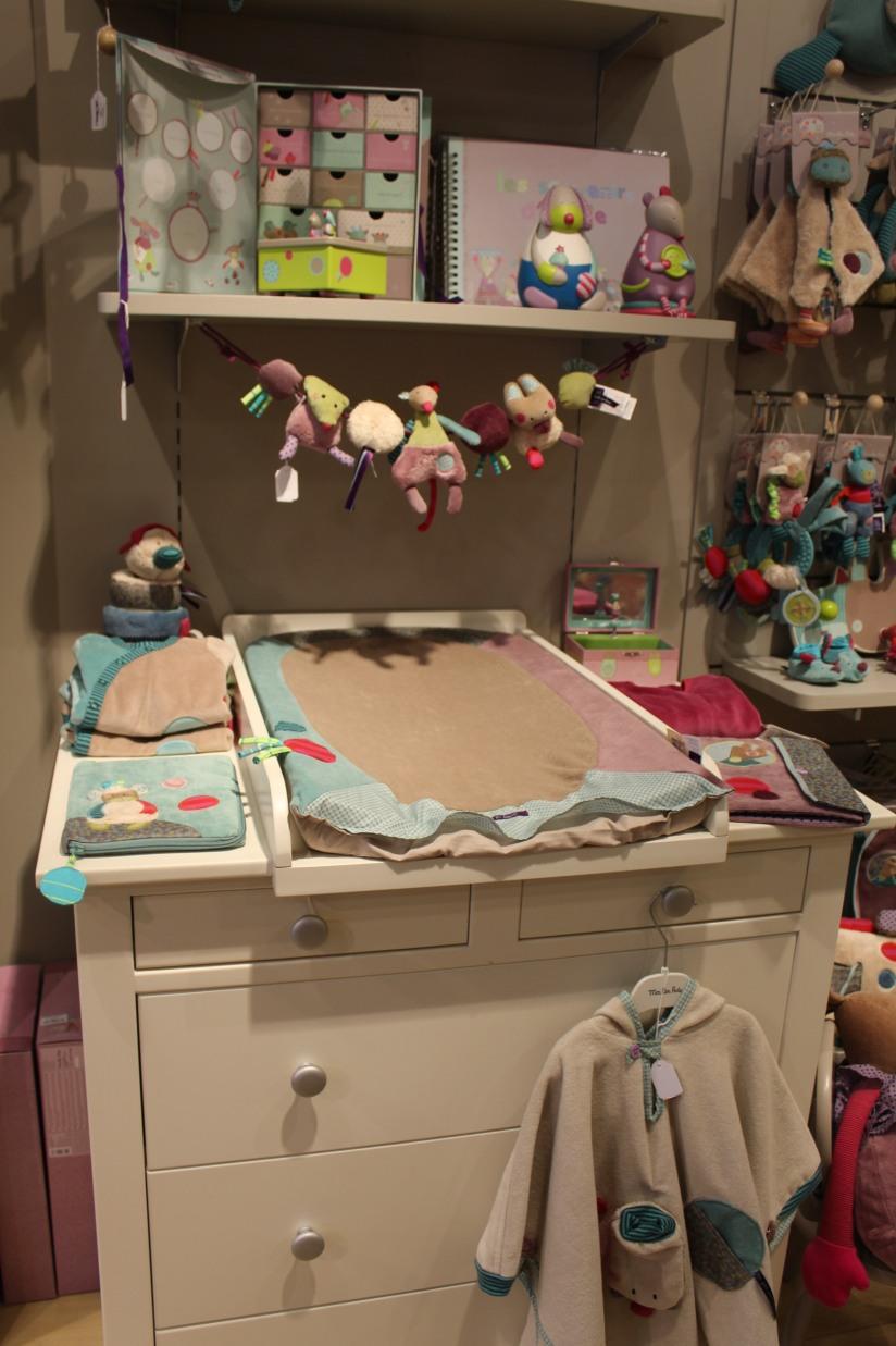 paulin-pauline-bordeaux-boutique-jouets-jeux-peluches-doudou-moulin-roty-bébé-naissance-gigoteuse-vetement-meuble-table-manger-matelas