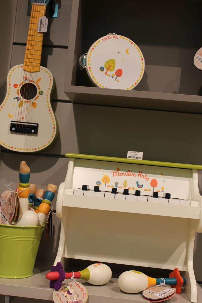 paulin-pauline-bordeaux-boutique-jouets-jeux-peluches-doudou-moulin-roty-bébé-naissance-gigoteuse-vetement-musique-piano-maracas-guitare