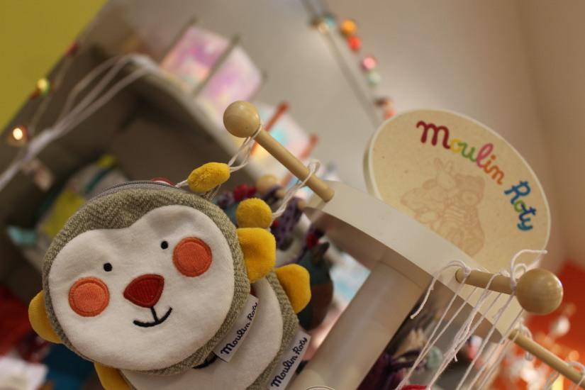 paulin-pauline-bordeaux-boutique-jouets-jeux-peluches-doudou-moulin-roty-bébé-naissance-gigoteuse-vetement-porte-monnaie-petite-fille