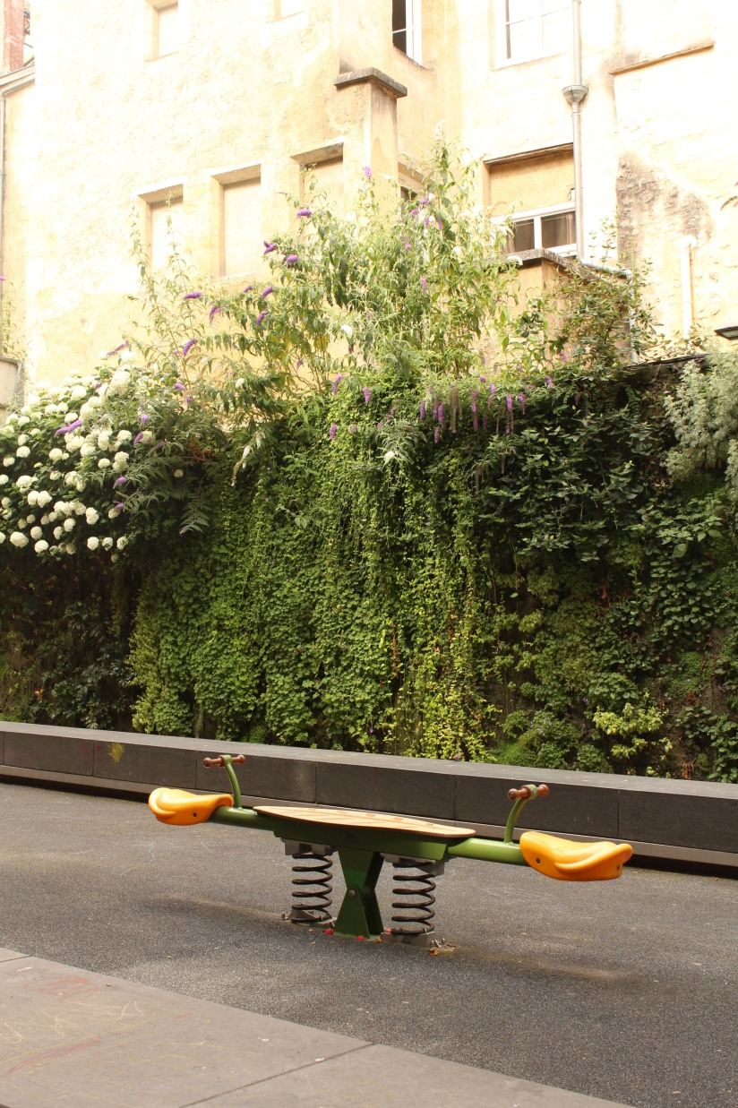 square-vinet-rue-cancera-sainte-catherine-bordeaux-centre-jeux-enfants-balancoire