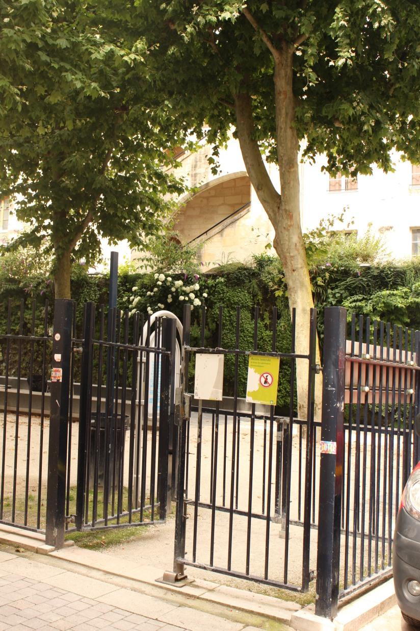 square-vinet-rue-cancera-sainte-catherine-bordeaux-centre-jeux-enfants-grille