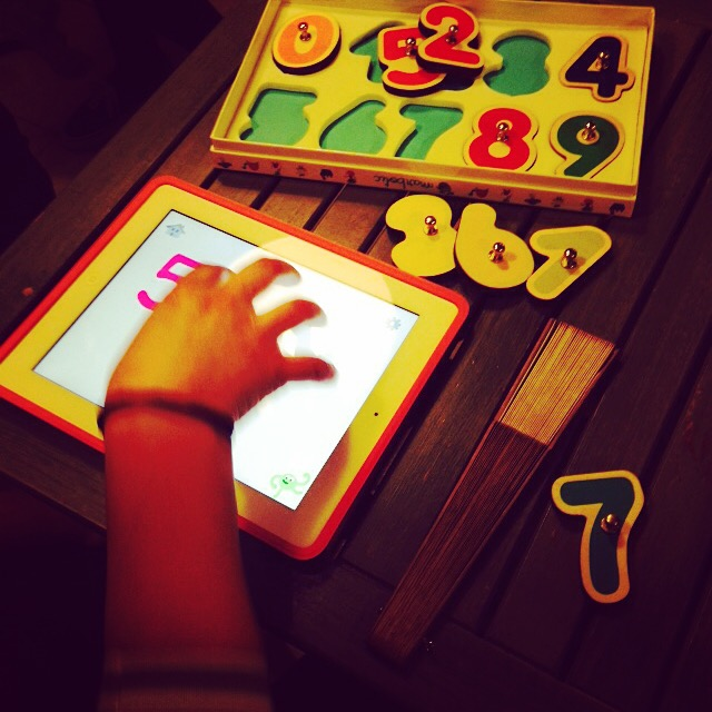 marbotic-application-bordeaux-entreprise-jeux-eveil-apprentissage-enfant-cadeau-lettres-chiffres-bois-addition-decouverte