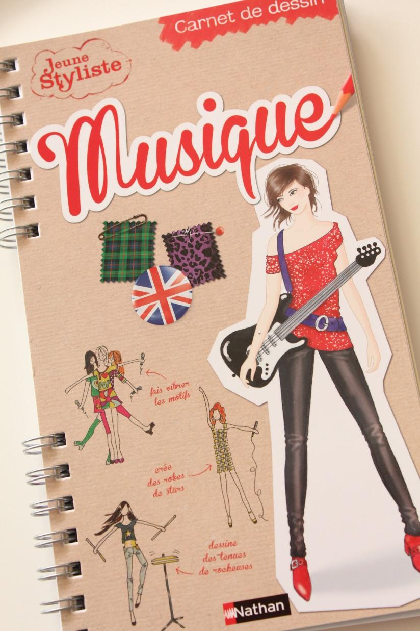 nathan-jeunesse-pochette-stars-modele-styliste-dessin-robe-tenue-enfant-fille-mode-noel-cadeau-anniversaire-musique