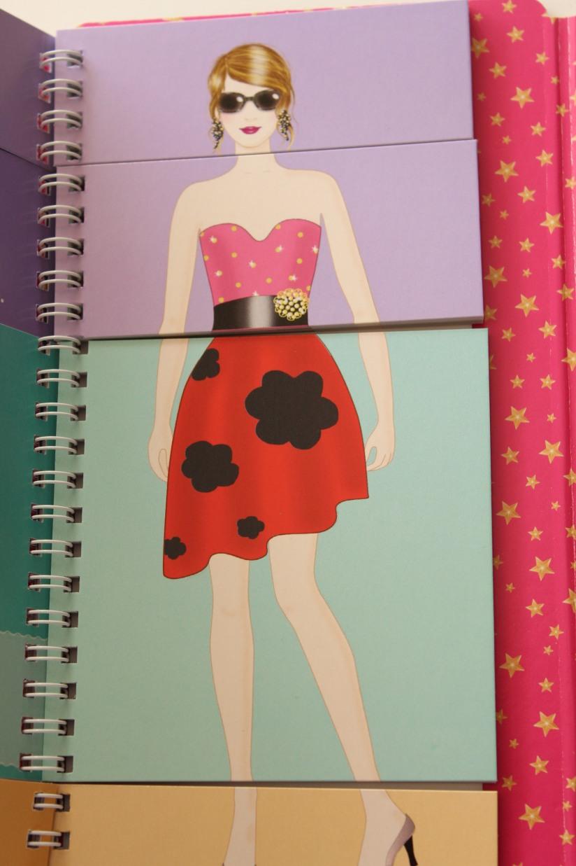 nathan-jeunesse-pochette-stars-modele-styliste-dessin-robe-tenue-enfant-fille-mode-noel-cadeau-anniversaire-pratique-emporter
