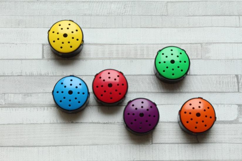 hop-toys-bouton-enregistreur-couleur-enfant-different-handicap-eveil-montessori-methode-apprentissage-decouverte-instit-ass-mat